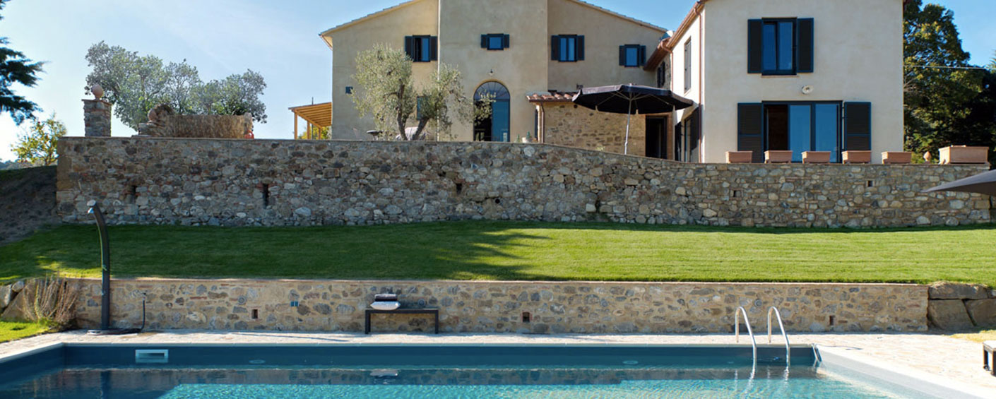 Restored farmhouse near Grosseto with gorgeous views over the Tuscan landscape
