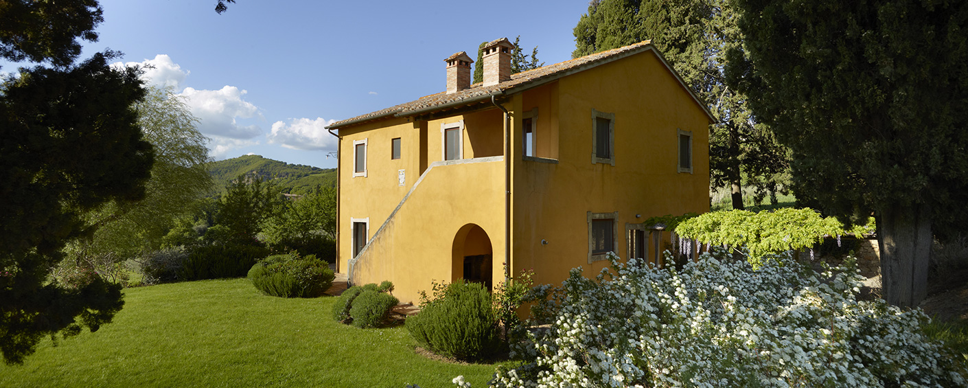 Converted farmhouse with the best known landscape view in Tuscany