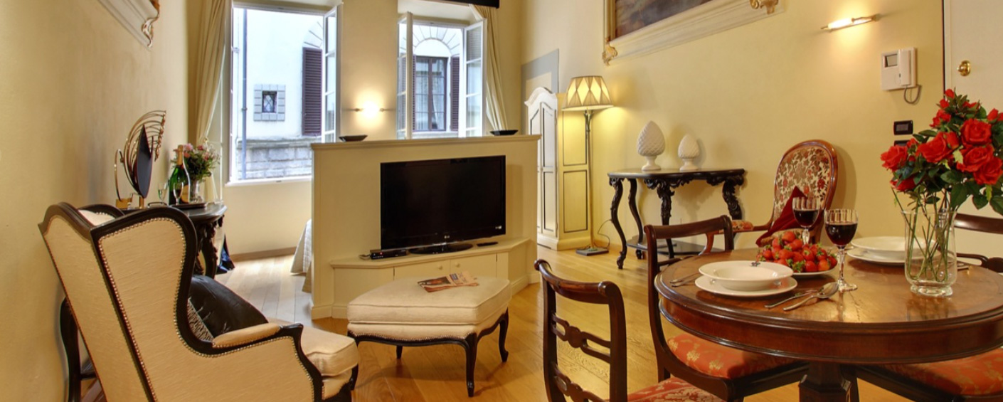 Finely furnished studio apartment in an elegant palazzo