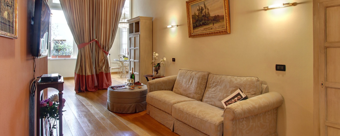 Elegant apartment in the old town of Florence