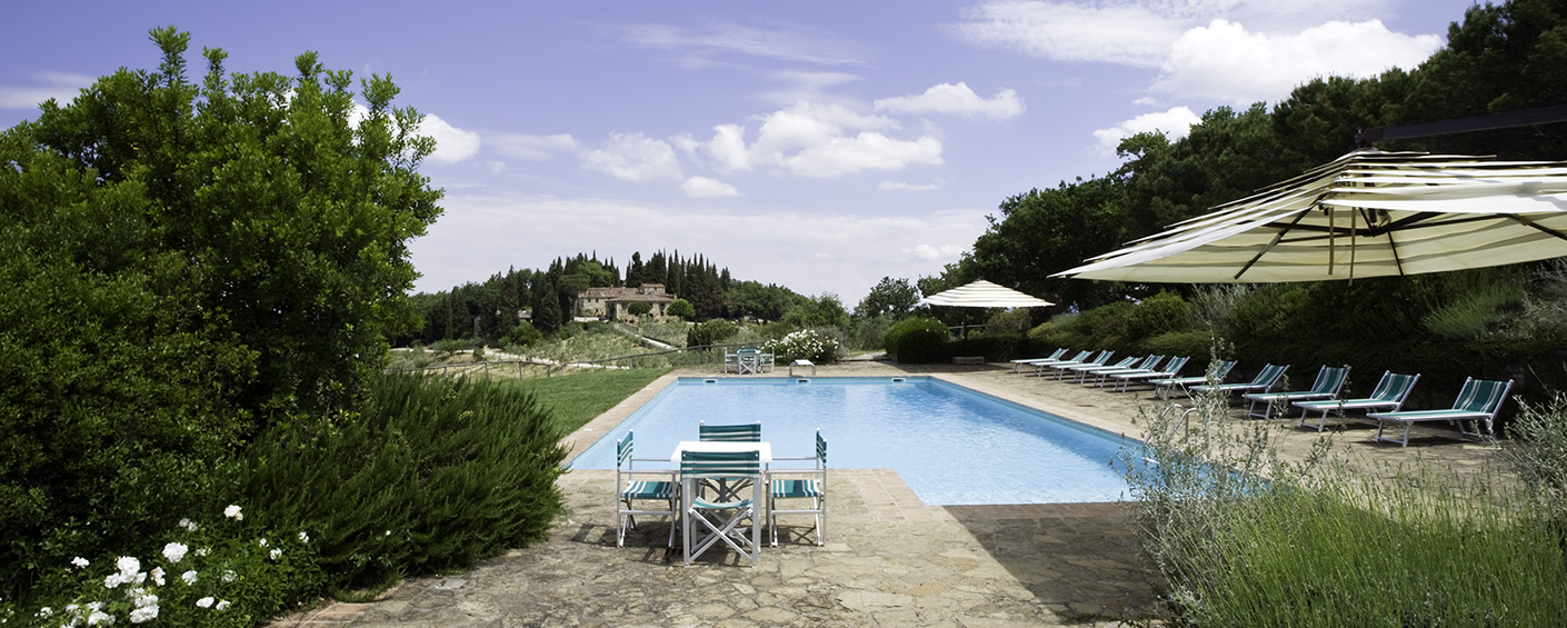Agriturismo with 7 spacious apartments in the coveted Chianti Classico region