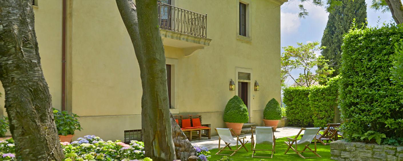 19th-century luxury villa with pool in Tuscan hamlet between Florence and Rome