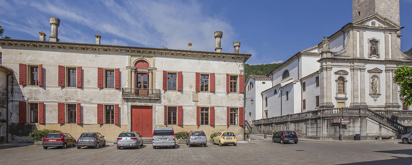 Luxurious 15th-century villa located in the center of a village