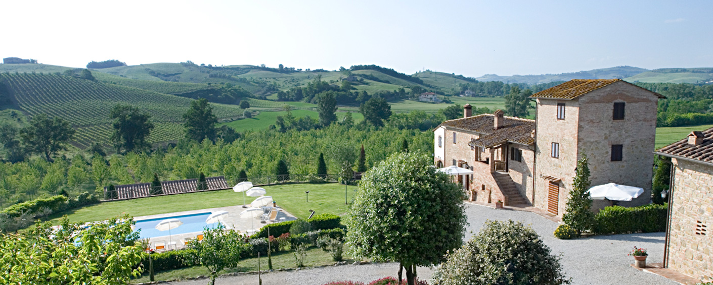 Five farmhouse apartments in a lovely setting halfway between Florence and Siena