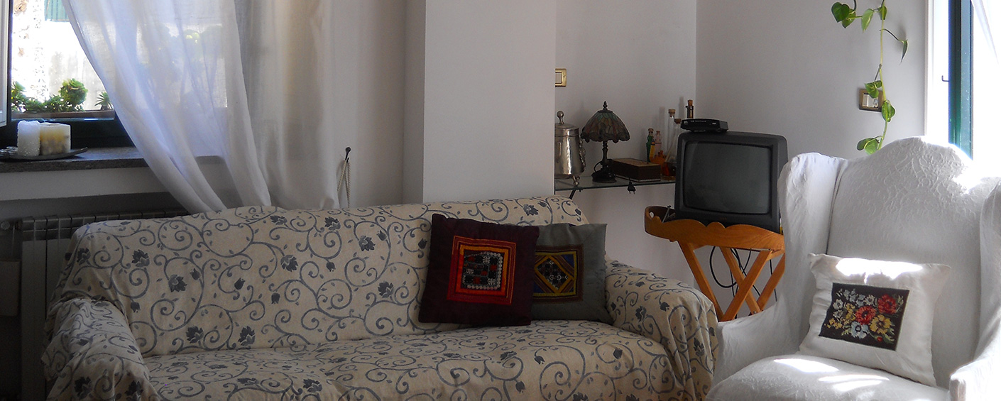 A friendly apartment with balcony in the heart of the old town