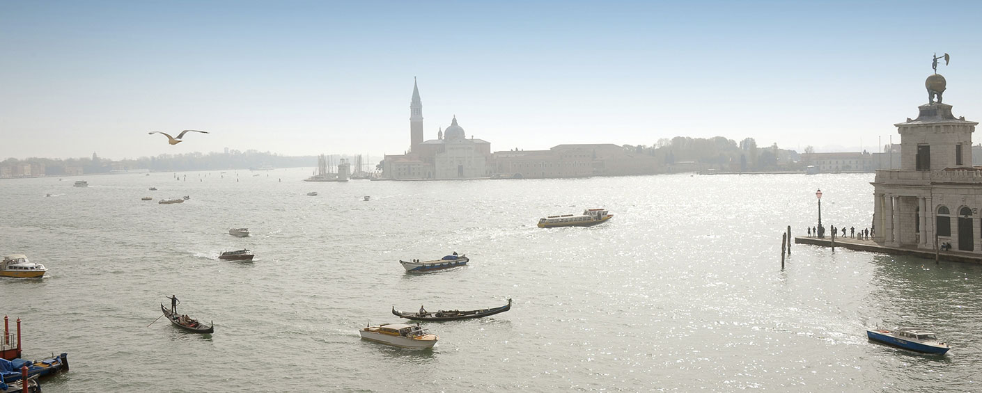 Luxurious 2 bedroom apartment with incomparable views in Venice on the Grand Canal