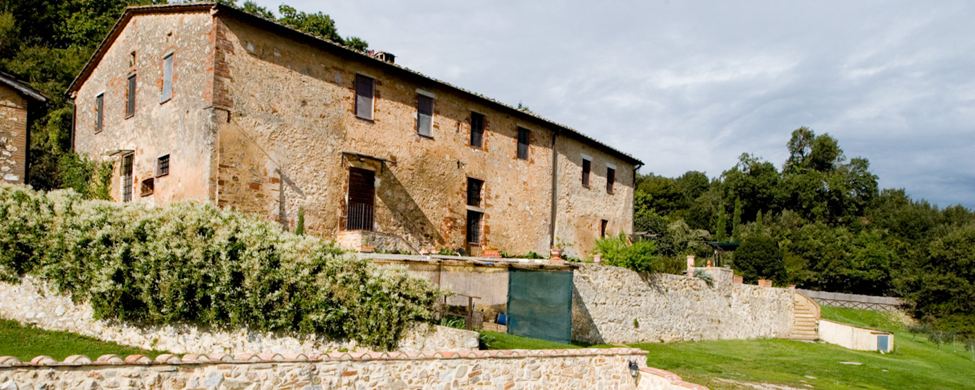 Three cosy guest apartments in a farmhouse near Siena