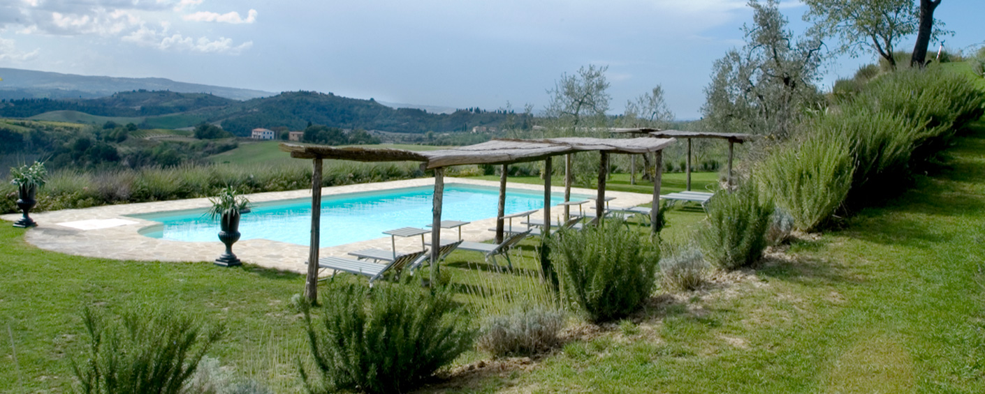 Four apartments full of charme and the most awe-inspiring views of the Chianti hills